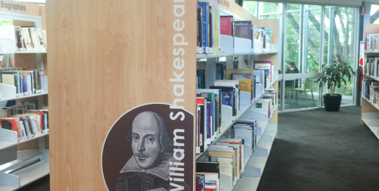 bay end features for library, Shakespeare